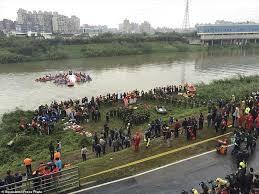 انقلاب سيارة خفيفة في نهر سبو بأولاد جلال قرب سيدي علال التازي