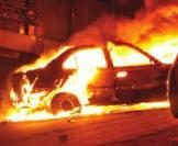 تماس كهربائي يتسبب في احتراق سيارة بمحاذاة مطار الحسن الثاني بالعيون