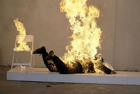 مريض  نفساني يضرم النار في جسده بأكادير