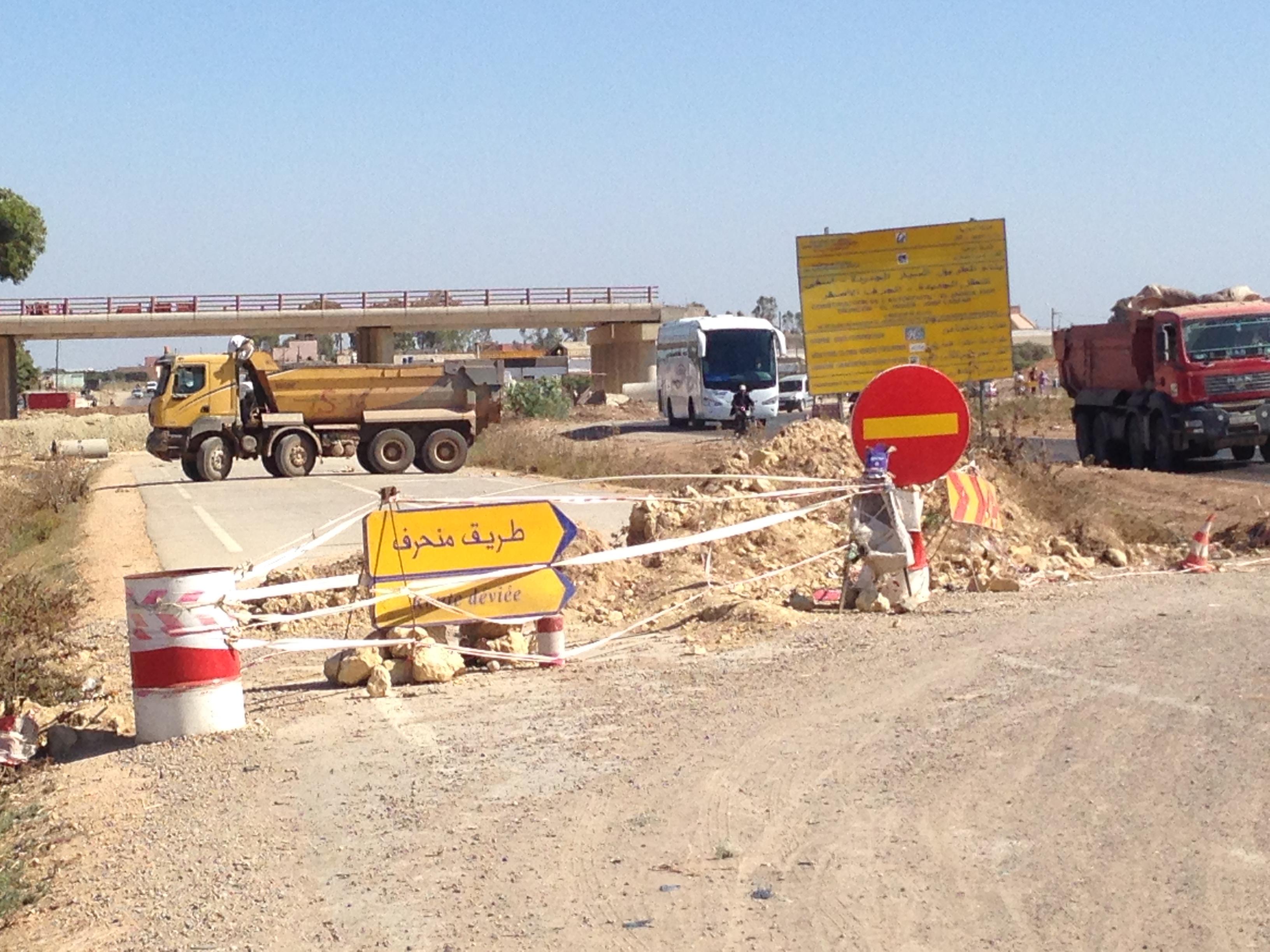 الجديدة : استمرار معاناة السائقين مع عدم فتح الجزء المعطل من الطريق الوطنية رقم 1