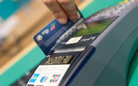 إيقاف متهمان يقومان بسرقة الأموال عن طريق البطائق الإئتمانية