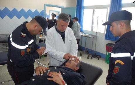 ضابط شرطة يتعرض لاعتداء على يد سائق هوندا ويلوذ بالفرار