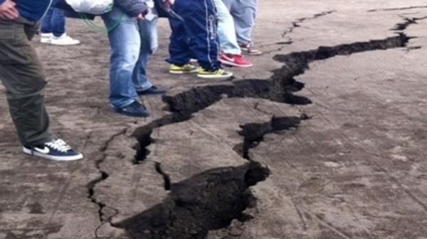 مخلفات الزلزال تتنوع ما بين الذمار, الاصابات, الهلع و الترقب