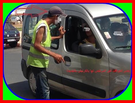 استخلاص رسوم مواقف السيارات خارج اطار القانون ومطالب بتقنين الفوضى والتسيب أمام عجز السلطات المحلية