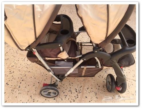 صادم …شاب متهور يرسل سيدة رفقة صغيرها على متن عربة (POUSSETTE)الى المستعجلات