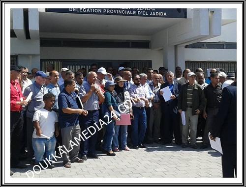 بالصور وقفة احتجاجية أمام المديرية الاقليمية للتعليم بالجديدة