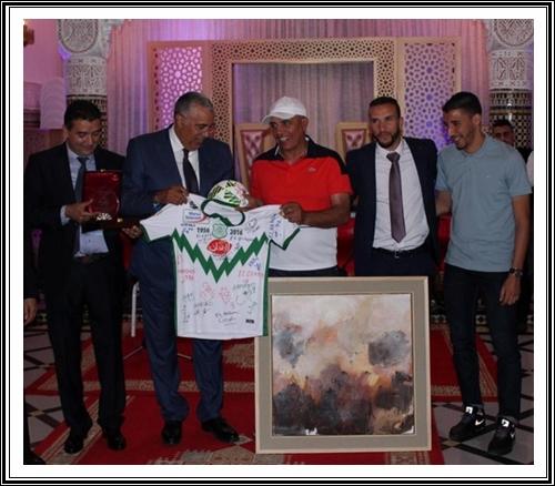 فريق الدفاع الحسني الجديدي يحتفل بوصافته تحت يافطة العمالة