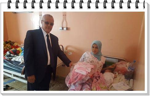 """المدير الإقليمي يشارك تلميذات إعدادية """"فاطمة الزهراء"""" في بادرة إنسانية بقسم الولادة بمستشفى سيدي بنور"""