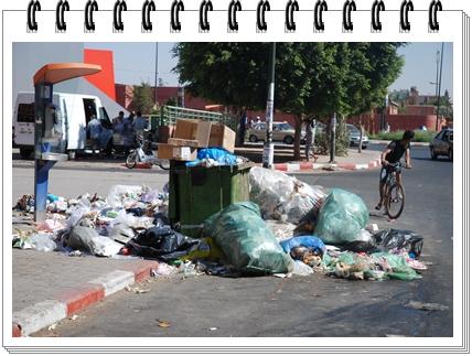 الجديدة:أزبال و قاذورات تهدد صحة السكان و زوار المدينة متى يأتي الفرج ؟