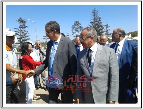 شاطئ الحوزية:عزيز رباح يحل بالشاطئ رفقة عامل الجديدة و رئيس جماعة الحوزية