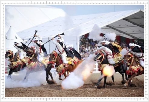 الولع والاعتزاز بركوب الأحصنة بمعرض الفرس بجماعة الحوزية اقليم الجديدة تجدر و تشبع بثقافة الحصان