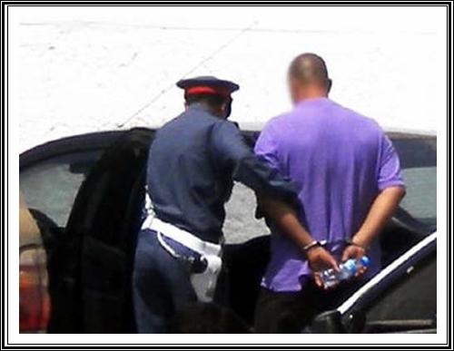 رئيس درك اولاد افرج و مساعدوه يلقون القبض على متهمين بحيازة