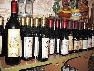 مواطنون بجماعة لغديرة يتساءلون عن من رخص لمتجر بيع الخمور ؟