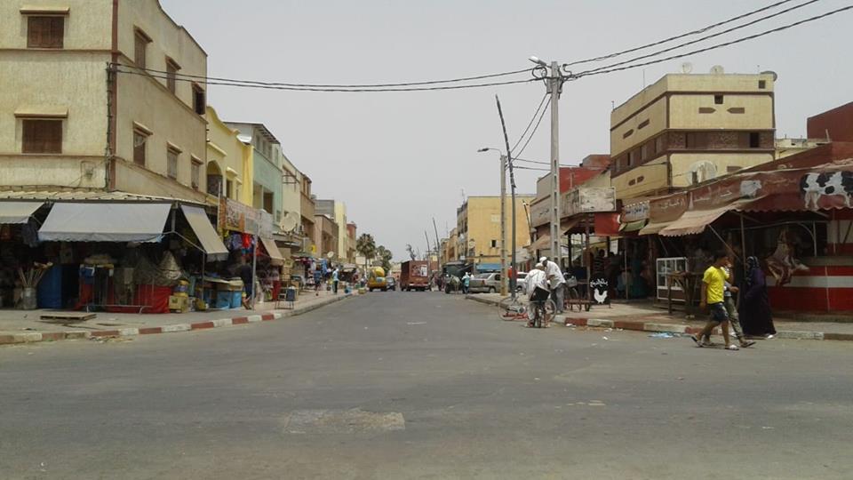 سلطات مدينة سيدي بنور تشن حملة لتحرير أرصفة المدينة من الباعة الجائلين
