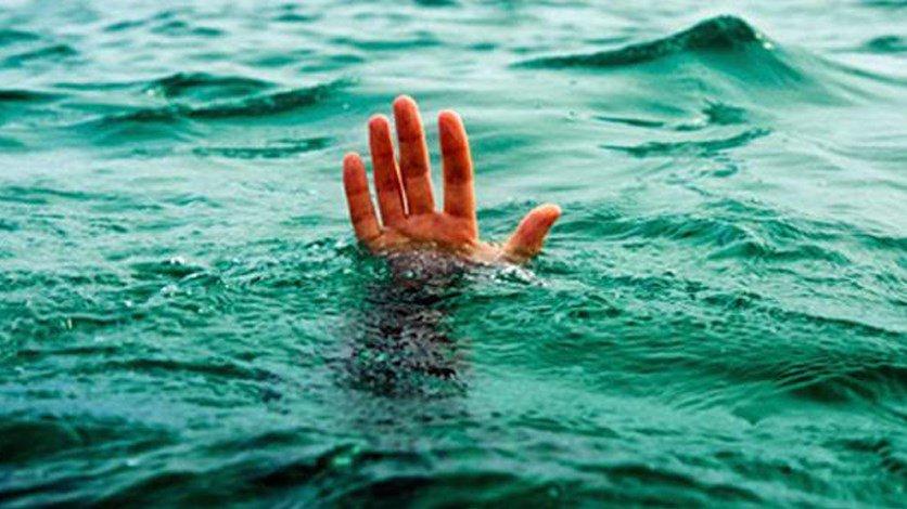 غريق بشاطىء سيدي ساري بالمهارزة الساحل و درك البير الجديد يراقب ظهور الجثة
