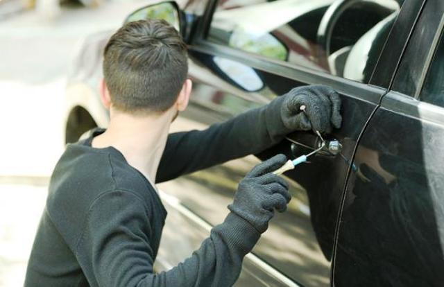 اولاد افرج:محترف في سرقة محتويات السيارات من الزمامرة يسقط بين يدي درك اولاد افرج